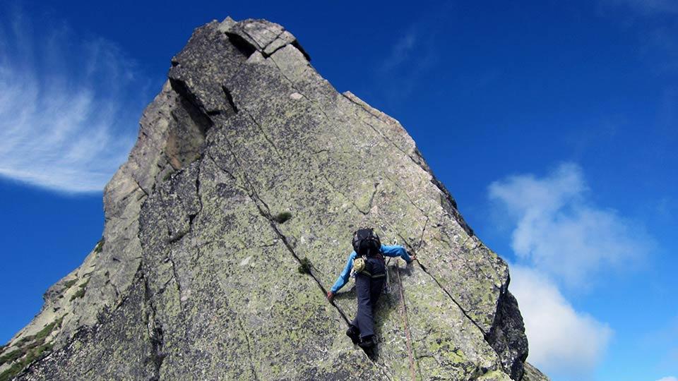 Escalade-Dent-Orlu-Enfants-Dalle-Course-Bureau-Guides-Pyrenees-Ariege-3