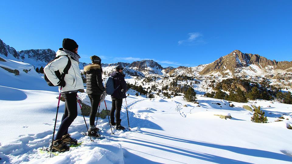 Lacs glacés en Andorre en raquettes à neige, à la journée avec le Bureau des Guides Ariège Pyrénées
