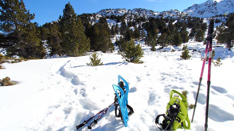 Pause raquettes à neige en Andorre pour la journée des lacs glacés