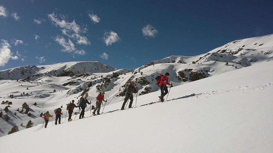Raquettes au sommet avec le Bureau des Guides des Pyrénées Ariégeoises