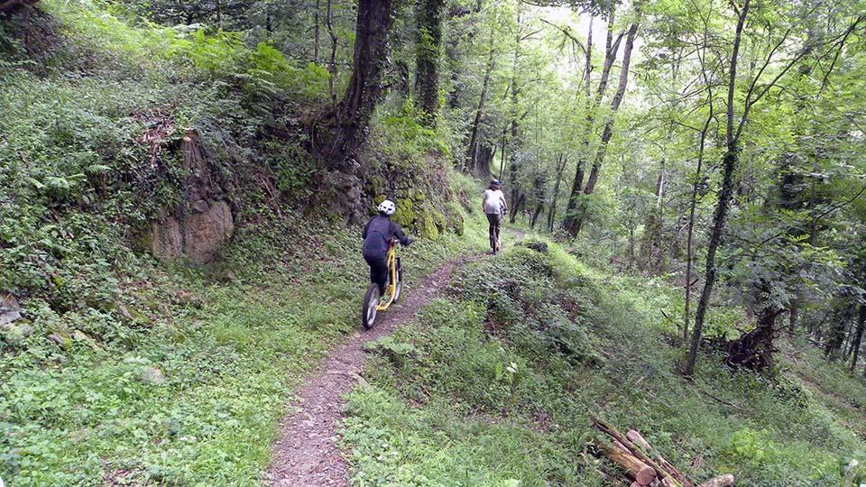 Arapaho-Famille-Descente-Bureau-Guides-Ariege-Pyrenees-6