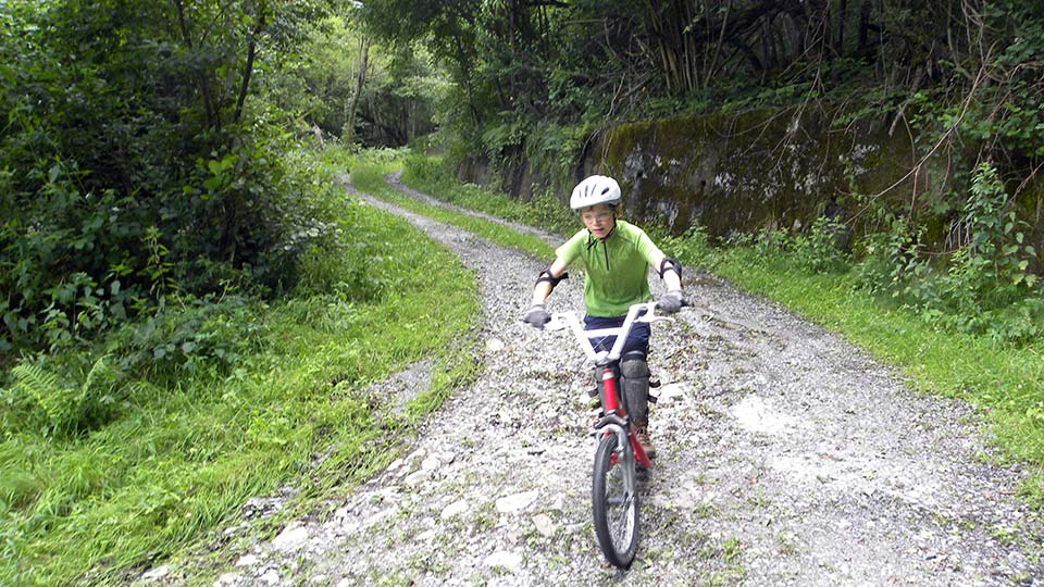 Arapaho-Famille-Descente-Bureau-Guides-Ariege-Pyrenees-7