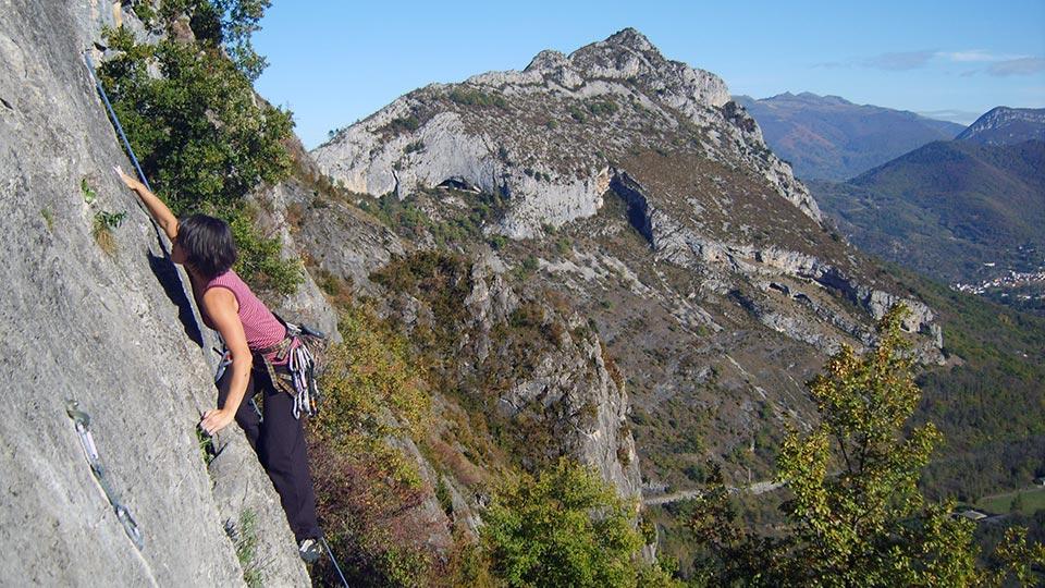Escalade -Rocher école en journée - Bureau des Guides Ariège Pyrénées