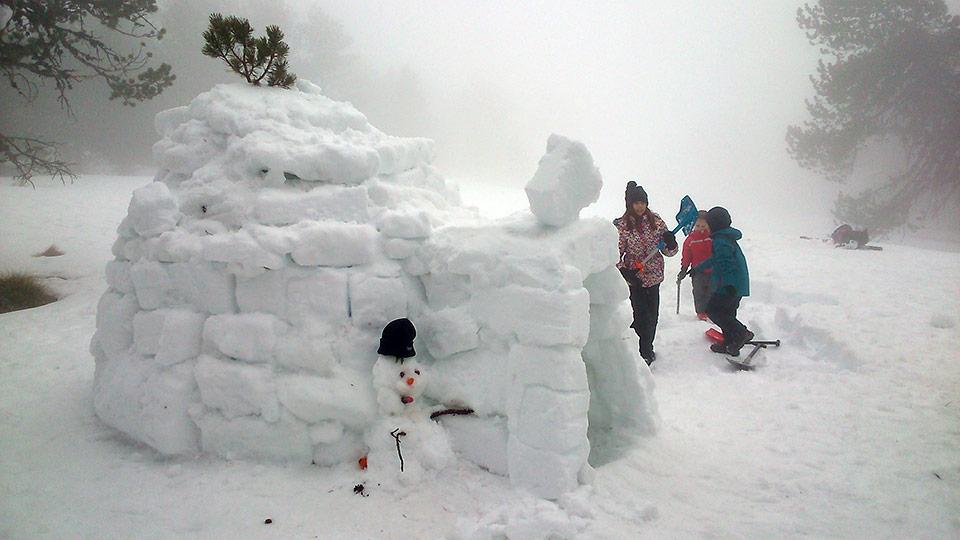 Raquettes à neige - Famille trappeur - Bureau des guides Ariège Pyrénées