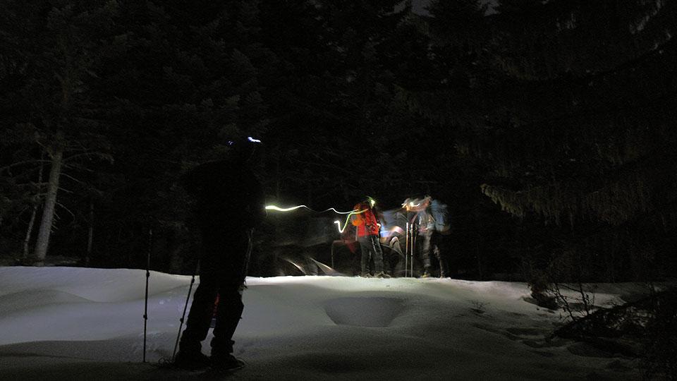 Raquettes-apero-nocturne-bureau-guides-ariege-pyrenees-13