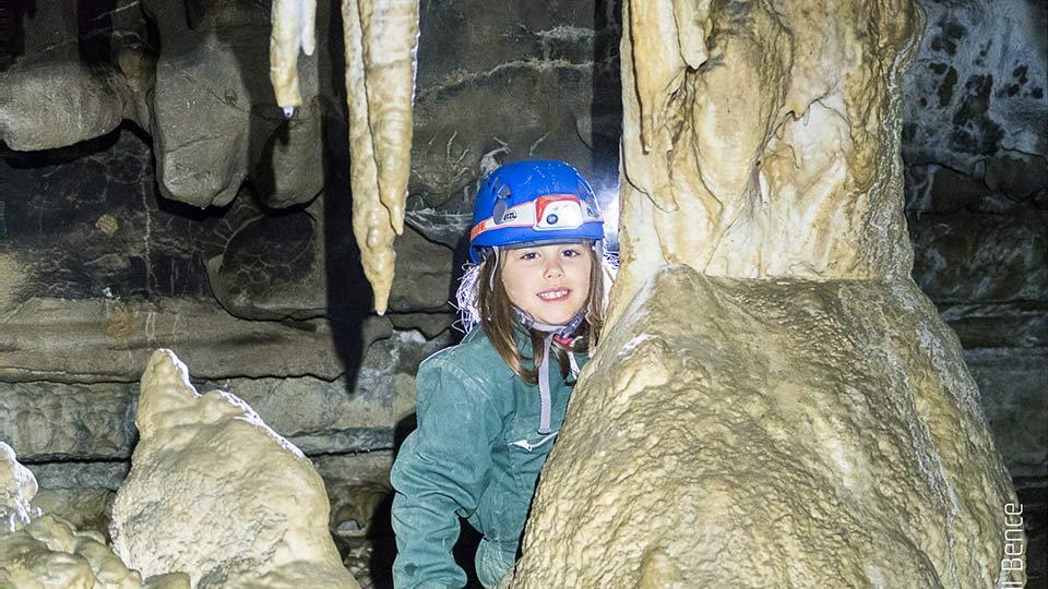 Spéléologie Grotte de Siech - Initiation en famille - Bureau des guides des Pyrénées Ariégeoises - 4
