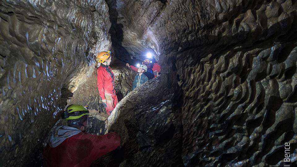 Spéléologie Grotte de Siech - Initiation en famille - Bureau des guides des Pyrénées Ariégeoises - 2