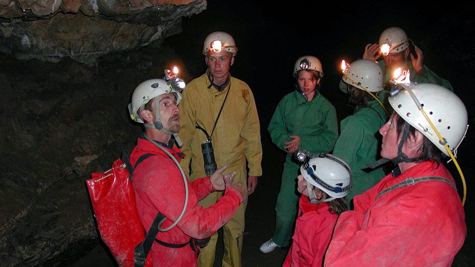 Spéléologie Grotte de Siech - Initiation en famille - Bureau des guides des Pyrénées Ariégeoises - 3