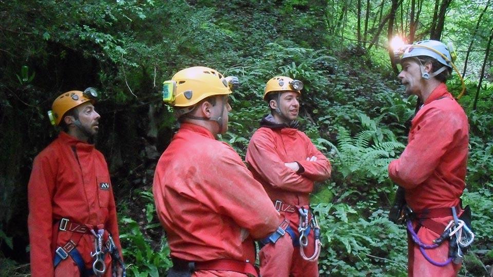 Speleologie-Sakanie-Puits-Bureau-Guides-Ariege-Pyrenees-1