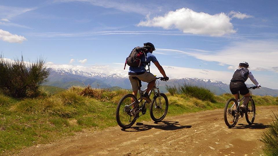 http://www.guides-ariege.com/wp-content/uploads/2000/03/VTT-Montagne-Bureau-Guide-Ariege-Pyrenees-9.jpg