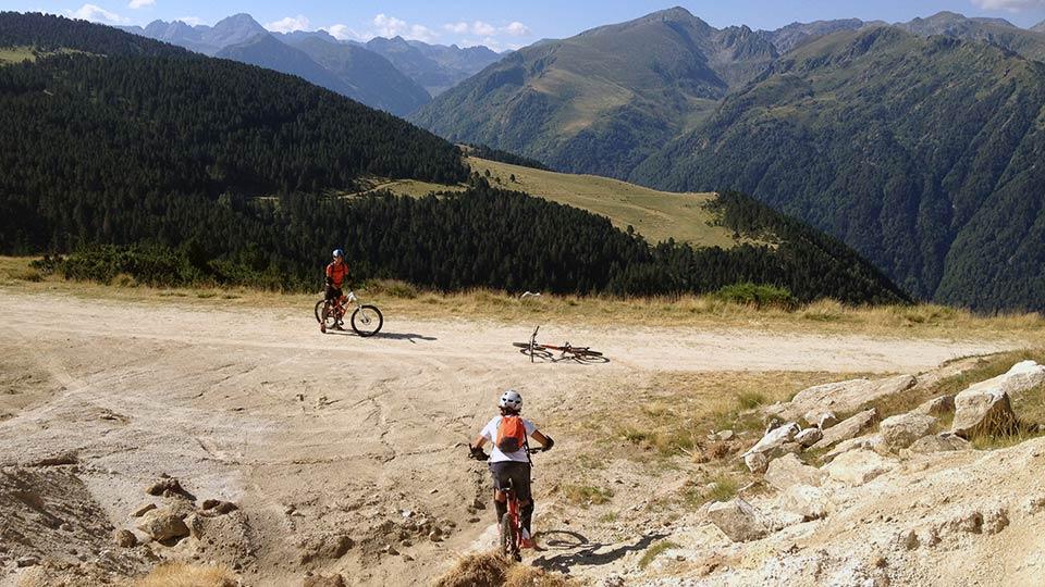 VTT-Montagne-Descente-Beille-Plateau-Bureau-Guides-Ariege-Pyrenees-4