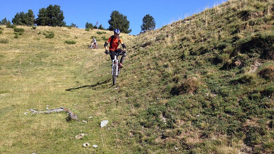 VTT-Montagne-Descente-Beille-Plateau-Bureau-Guides-Ariege-Pyrenees-9