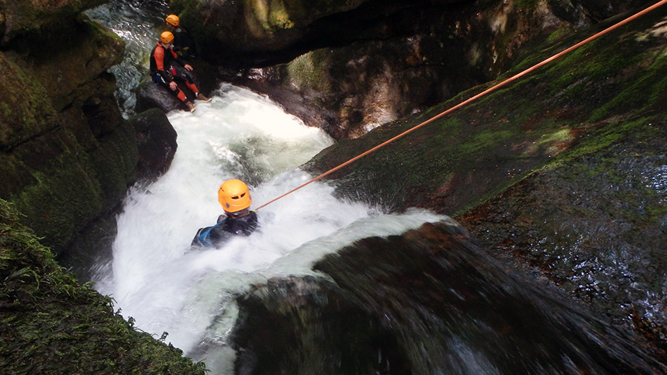canyon-escales-sauvage-toboggans-guides-ariege-pyrenees