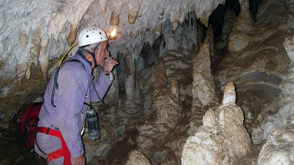 speleologie-belesta-initiation-verticale-bureau-guides-ariege-pyrenees-3