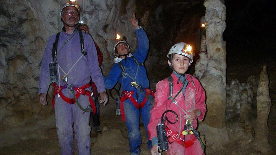 Spéléologie - Découverte des techniques d'exploration - Initiation verticale - Bureau des Guides des Pyrénées Ariégeoises