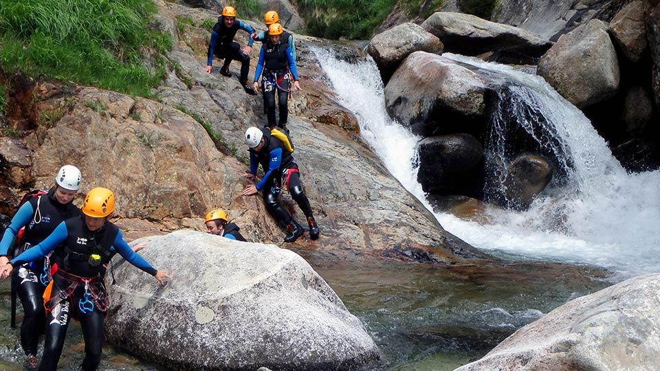 Canyon artigue bureau guides ariege pyrenees 18 bureau for Bureau pyrenees