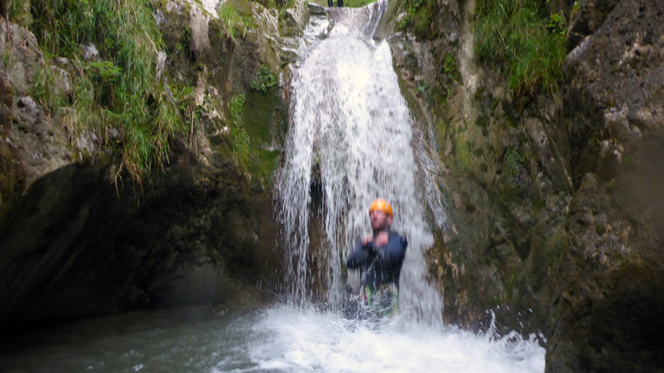Canyon d'Aubert à Moulis dans un toboggan naturel - Guides Ariège Pyrénées