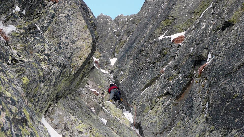 Alpinisme Hiver - Couloirs et goulottes des Pyrénées - Bureau des Guides des Prénées Ariégeoises - 1
