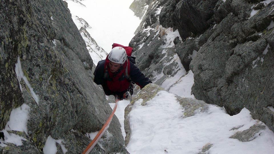 Alpinisme Hiver - Couloirs et goulottes des Pyrénées - Bureau des Guides des Prénées Ariégeoises - 3