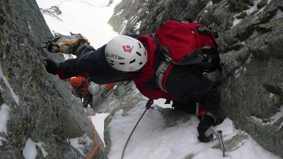 Alpinisme Hiver - Couloirs et goulottes des Pyrénées - Bureau des Guides des Prénées Ariégeoises - 4