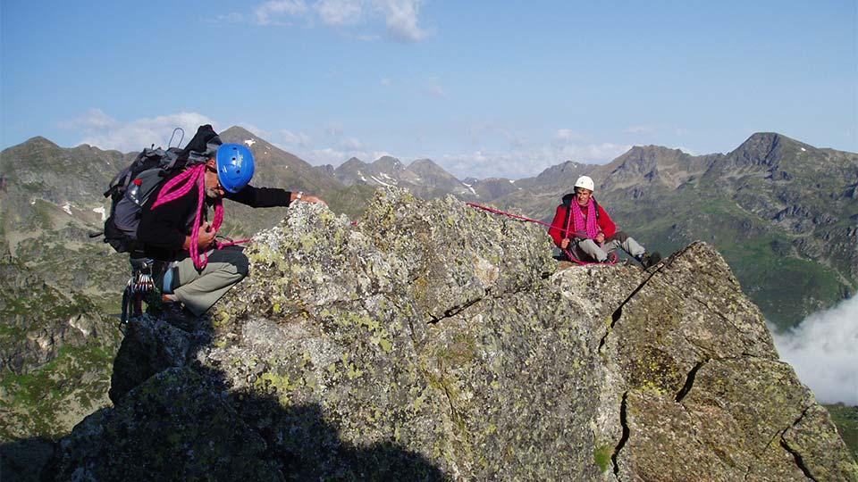 Alpinisme été - Petit Rulhe - Arête Ouest - Bureau des Guides Ariège Pyrénées - 1