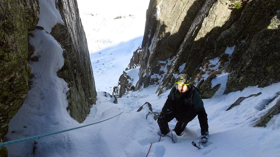 Alpinisme Hiver - Couloir des Pyrénées - Bureau des Guides des Pyrénées Ariégeoises - 3