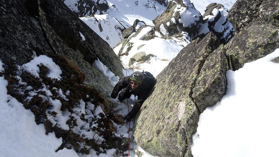 Alpinisme Hiver - Couloir des Pyrénées - Bureau des Guides des Pyrénées Ariégeoises - 6