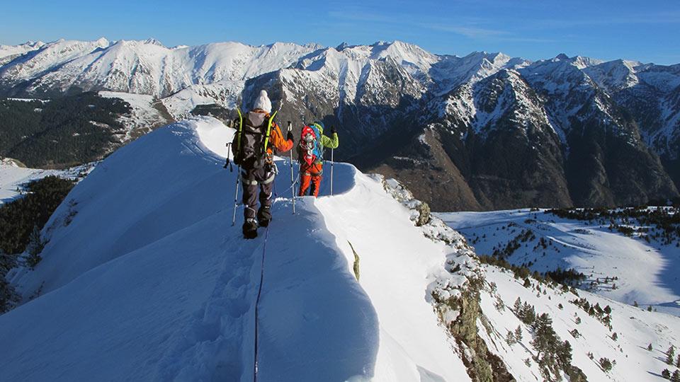 Alpinisme Hiver - Mes premiers pas d'alpiniste à Ax 3 Domaines - Bureau des Guides Ariège Pyrénées - 2