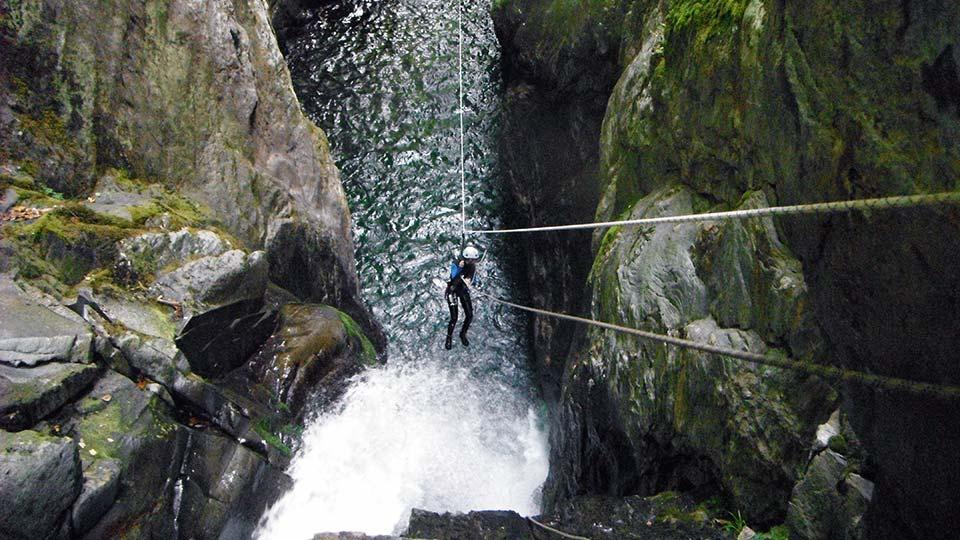 Canyon-Marc-Tyrolienne-Bureau-des-Guides-Ariege-Pyrenees-1