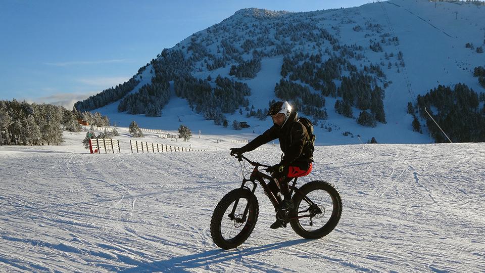 Descente à Ax 3 Domaines en VTT Fat bike avec le Bureau des Guides des Pyrénées Ariégeoises