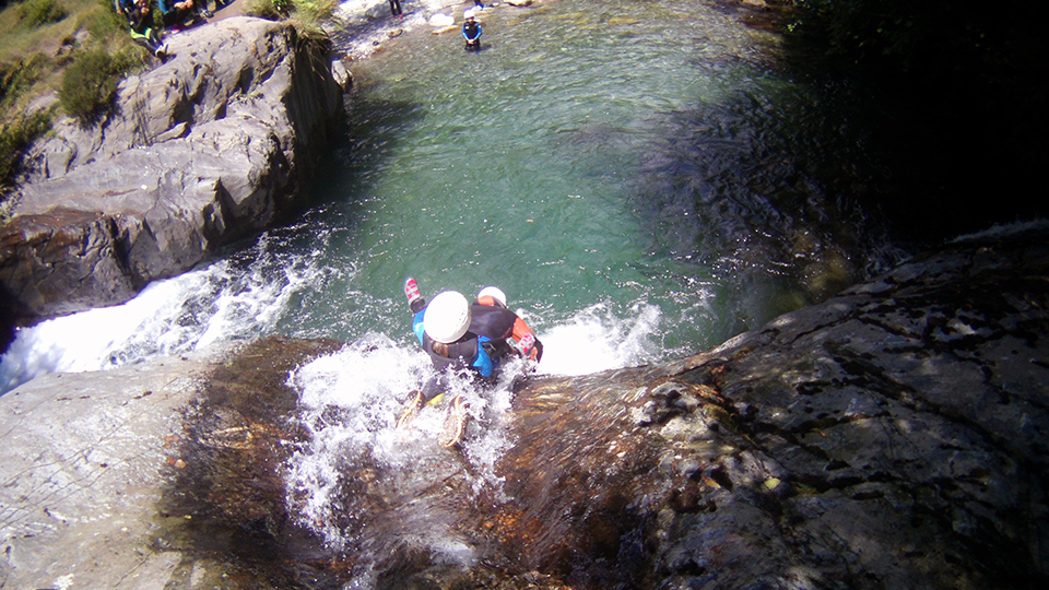 Rando-aqua-guides-ariege-pyrenees-enfant-famille