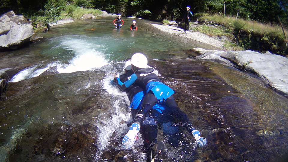 Rando-aqua-guides-ariege-pyrenees-famille-amis