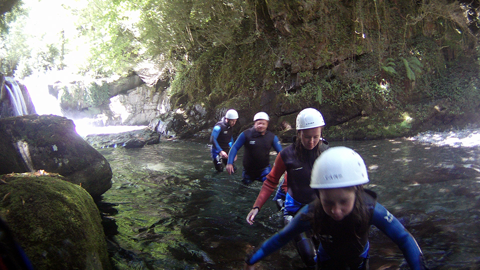 Randonnée aquatique avec le Bureau des Guides - Sensations en famille - Ariège Pyrénées