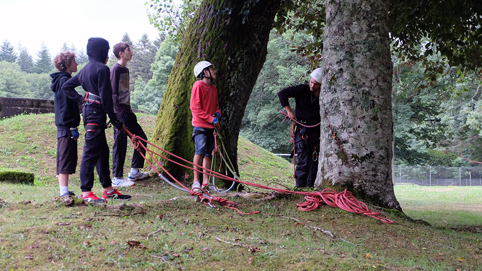 Grimpe d'Arbres au col du Chioula ou ailleurs en Ariège - Guides Ariège Pyrénées